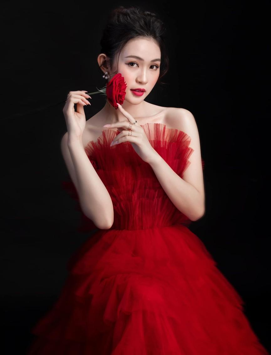 Hai người đẹp giành danh hiệu được yêu thích nhất của Hoa hậu Việt Nam là ai? ảnh 11