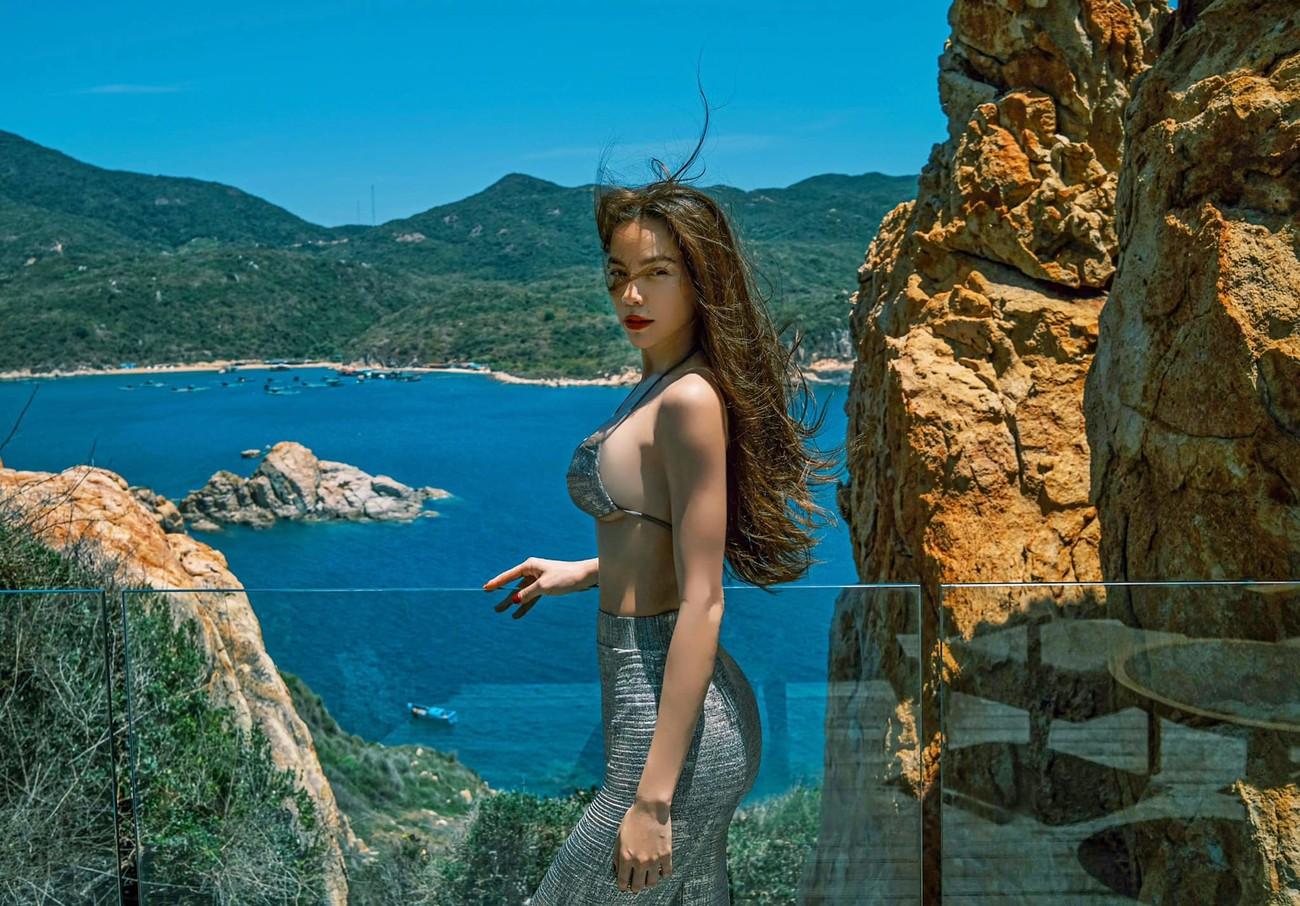 Hồ Ngọc Hà liên tục 'đốt mắt' fan với bikini khoe đường cong 'bỏng rẫy' ảnh 6