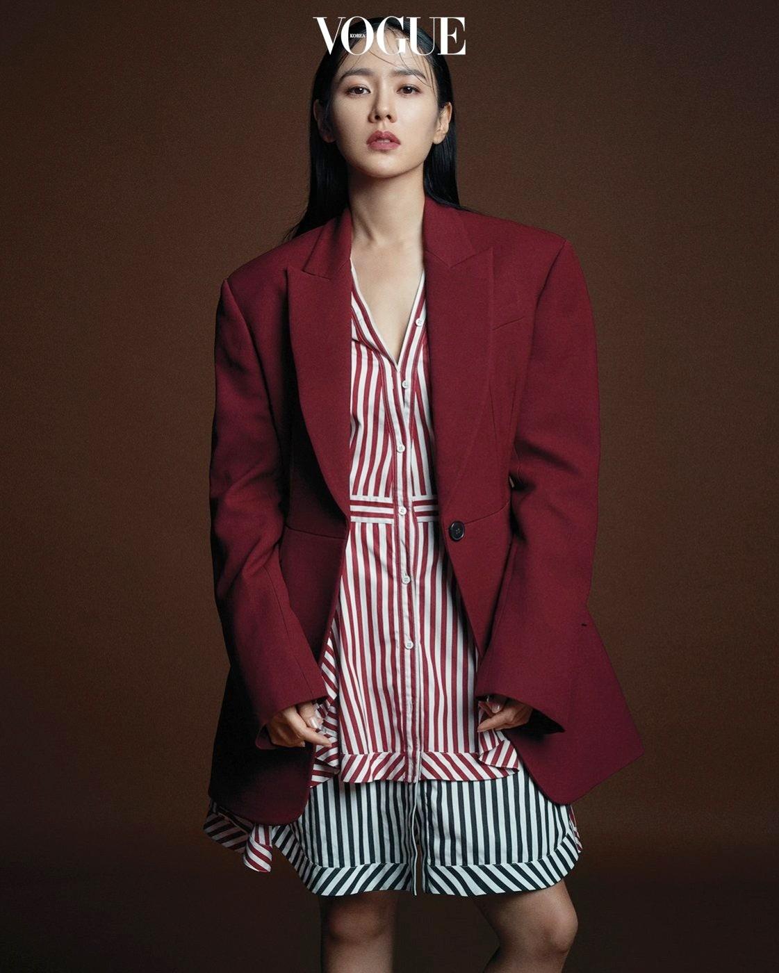 'Chị đẹp' Son Ye Jin tình tứ bên bạn trai cũ của Song Hye Kyo ảnh 4