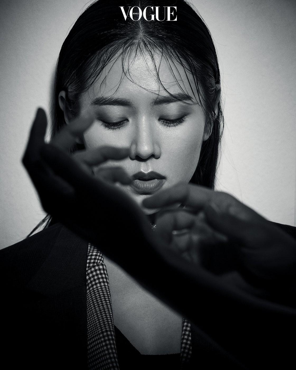 'Chị đẹp' Son Ye Jin tình tứ bên bạn trai cũ của Song Hye Kyo ảnh 6