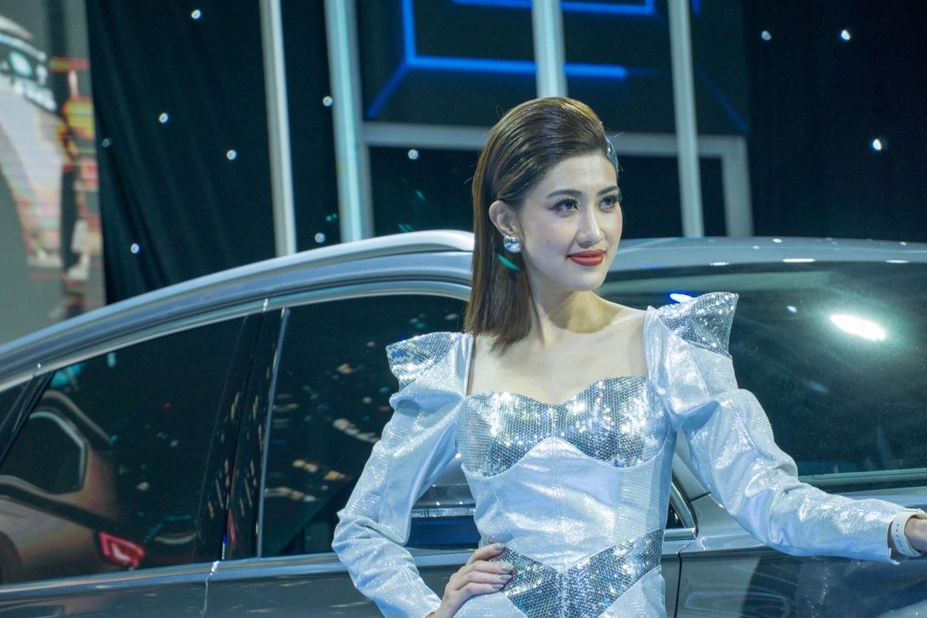 'Bóng hồng' khoe sắc tại triển lãm ôtô lớn nhất Việt Nam ảnh 12