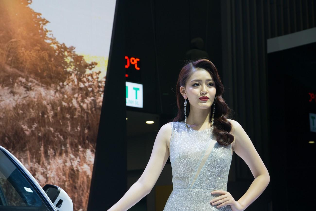 'Bóng hồng' khoe sắc tại triển lãm ôtô lớn nhất Việt Nam ảnh 3