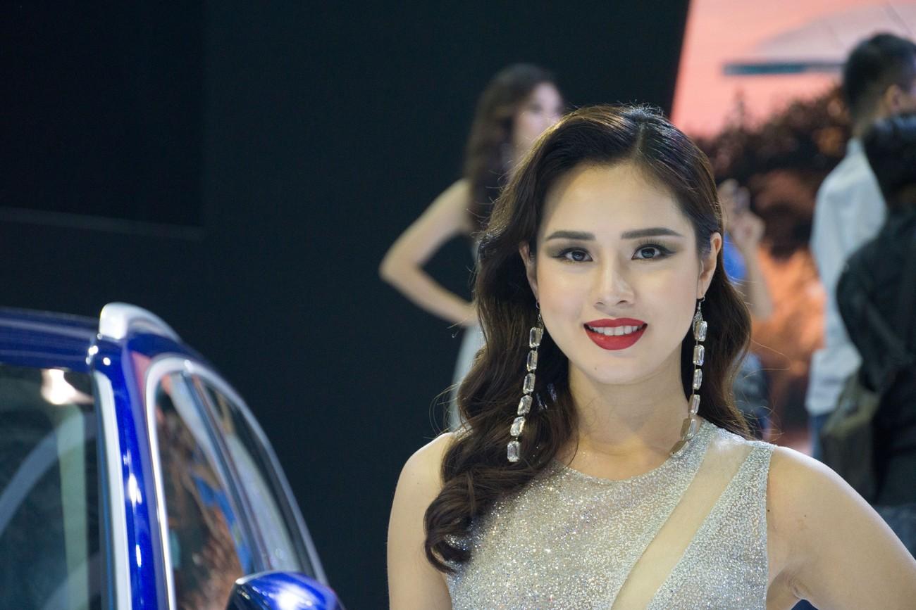'Bóng hồng' khoe sắc tại triển lãm ôtô lớn nhất Việt Nam ảnh 7