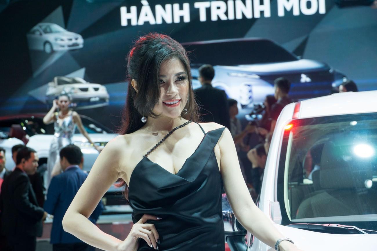 'Bóng hồng' khoe sắc tại triển lãm ôtô lớn nhất Việt Nam ảnh 9
