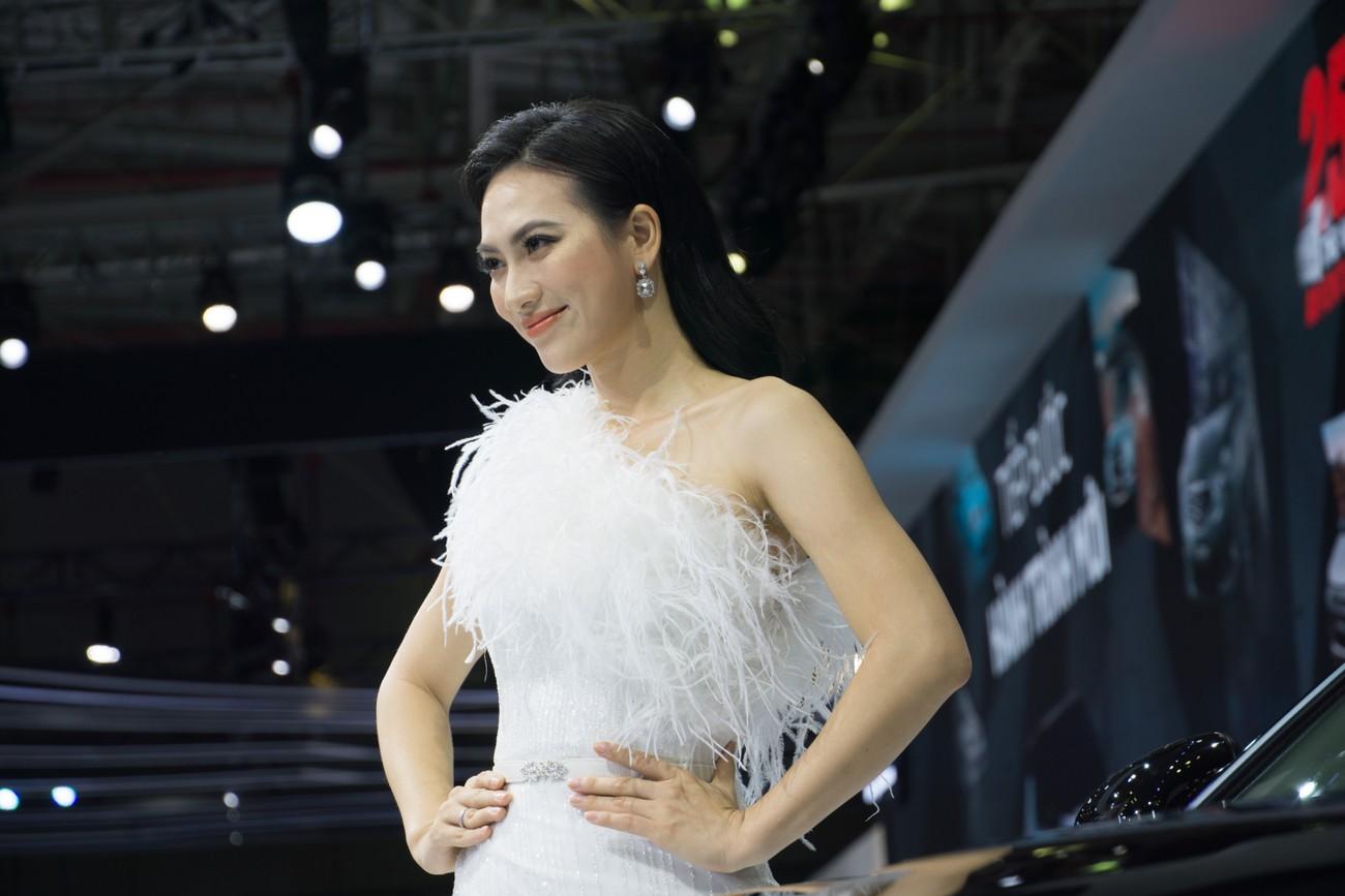Dàn sao Việt xuất hiện lộng lẫy tại triển lãm VMS 2019 ảnh 5
