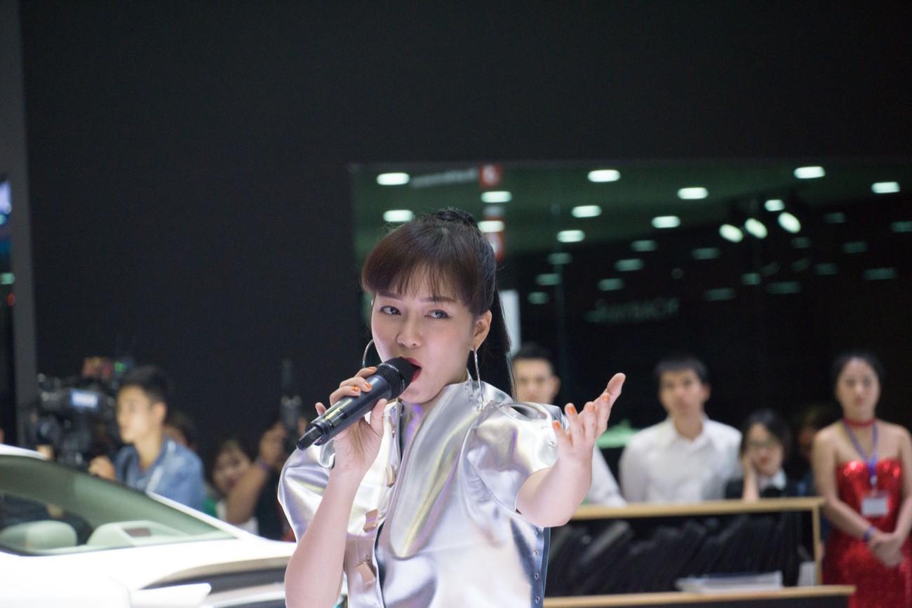 Dàn sao Việt xuất hiện lộng lẫy tại triển lãm VMS 2019 ảnh 7