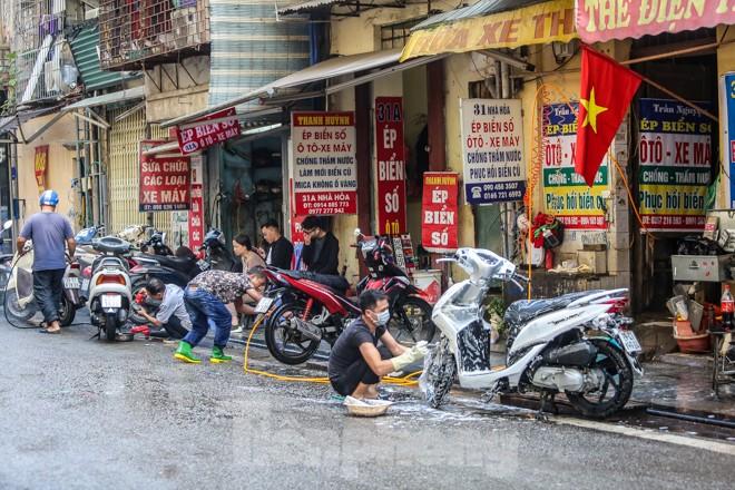 'Phố rửa xe' Hà Nội nhộn nhịp chờ đón Tết ảnh 1