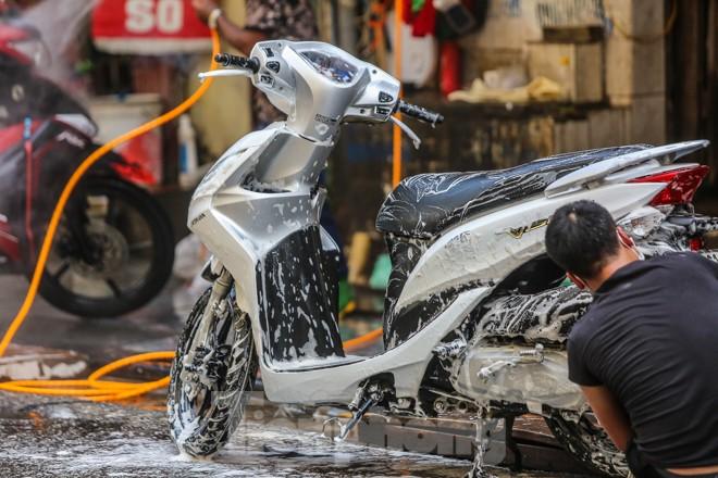 'Phố rửa xe' Hà Nội nhộn nhịp chờ đón Tết ảnh 9