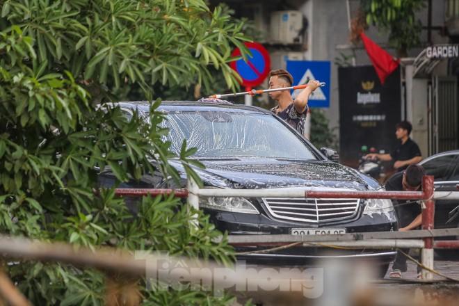 'Phố rửa xe' Hà Nội nhộn nhịp chờ đón Tết ảnh 13