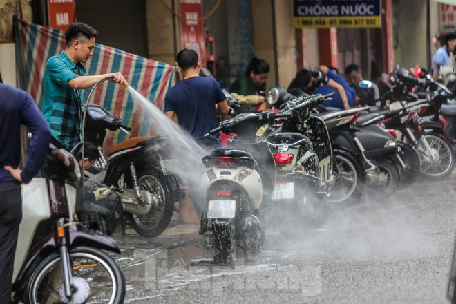 'Phố rửa xe' Hà Nội nhộn nhịp chờ đón Tết ảnh 2