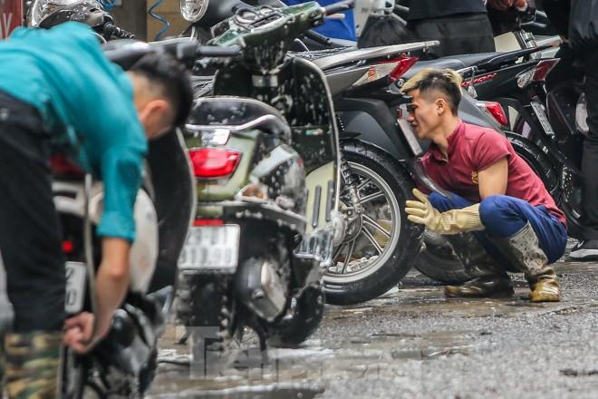 'Phố rửa xe' Hà Nội nhộn nhịp chờ đón Tết ảnh 7