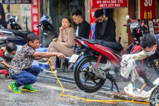 'Phố rửa xe' Hà Nội nhộn nhịp chờ đón Tết ảnh 5