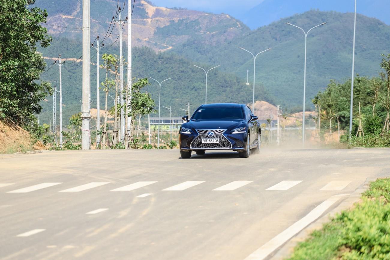 Hành trình chinh phục đèo Hải Vân cùng Lexus IS ảnh 5