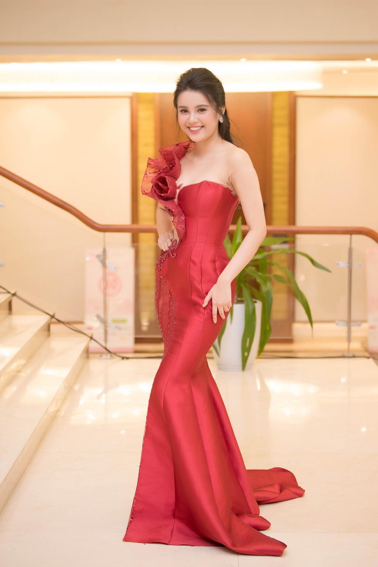 Dàn Hoa hậu, Á hậu lộng lẫy trên thảm đỏ Chung khảo HHVN phía Nam ảnh 7