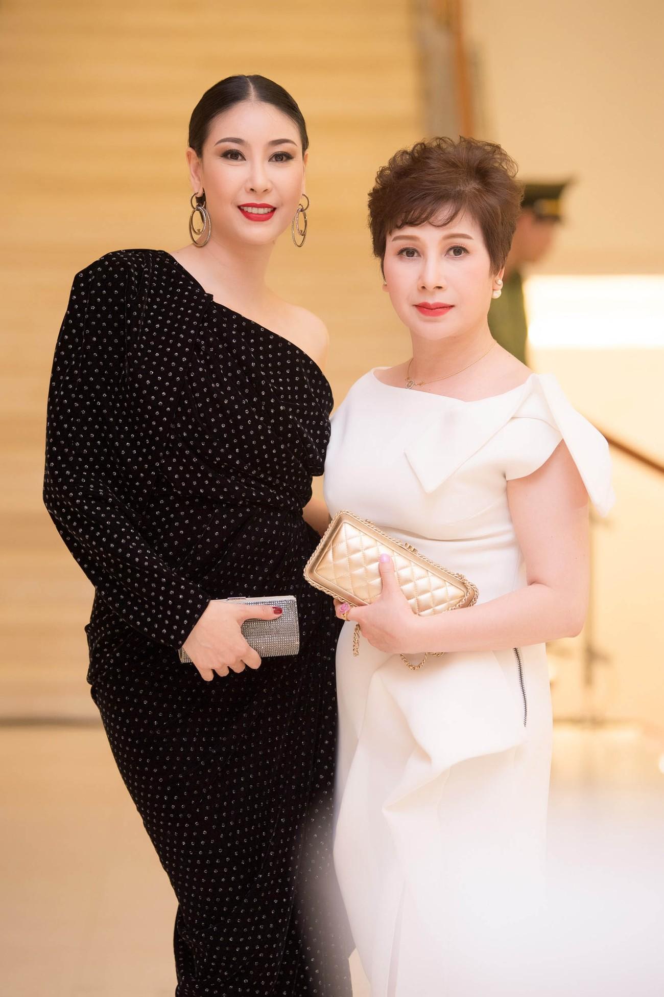 Dàn Hoa hậu, Á hậu lộng lẫy trên thảm đỏ Chung khảo HHVN phía Nam ảnh 10