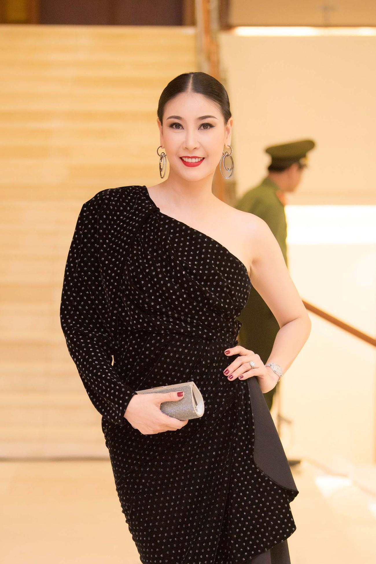 Dàn Hoa hậu, Á hậu lộng lẫy trên thảm đỏ Chung khảo HHVN phía Nam ảnh 9