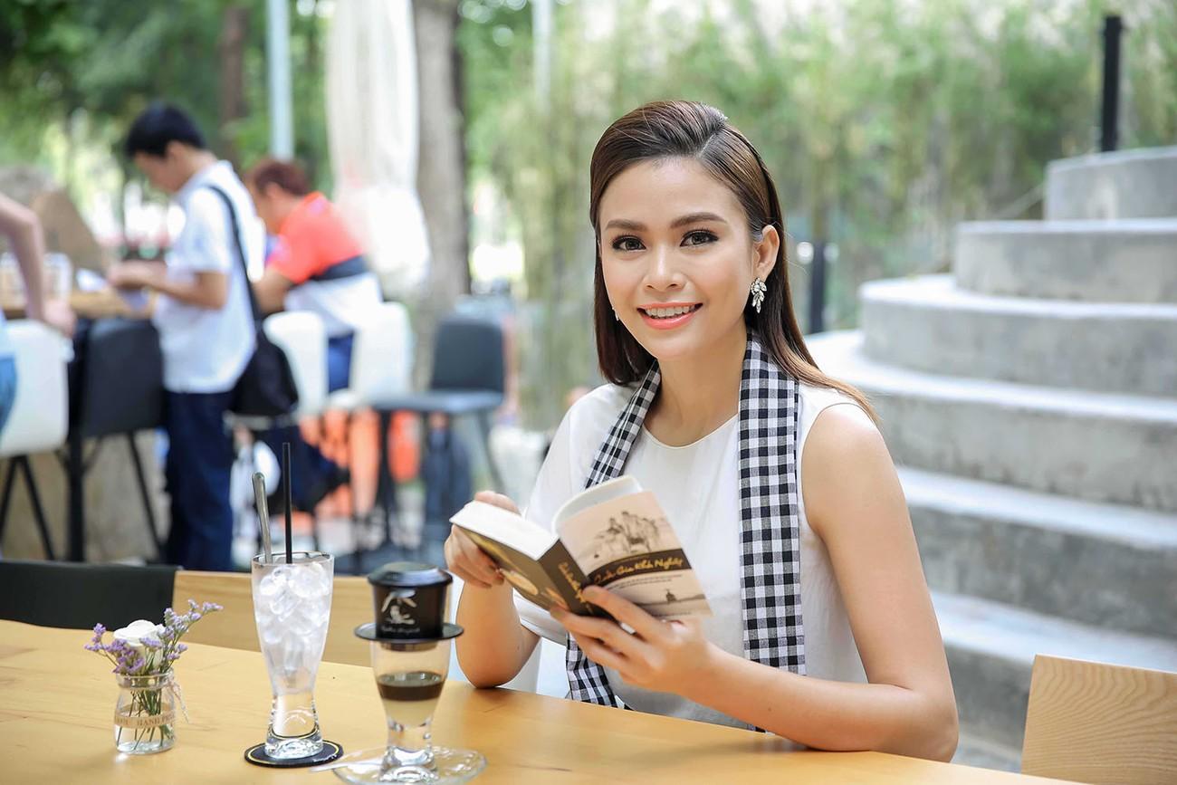Á hậu Hoàng My bất ngờ tái xuất, hội ngộ dàn Hoa - Á hậu ở Sài Gòn ảnh 9