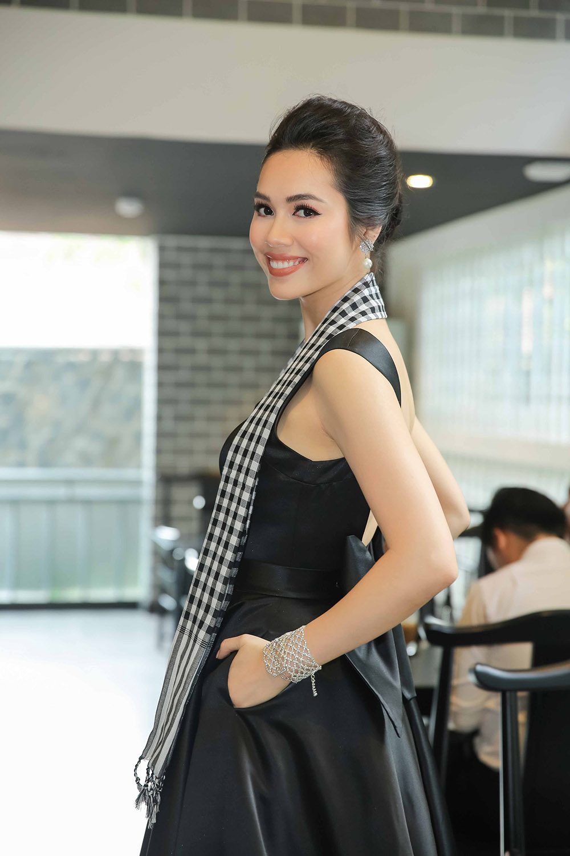 Á hậu Hoàng My bất ngờ tái xuất, hội ngộ dàn Hoa - Á hậu ở Sài Gòn ảnh 1