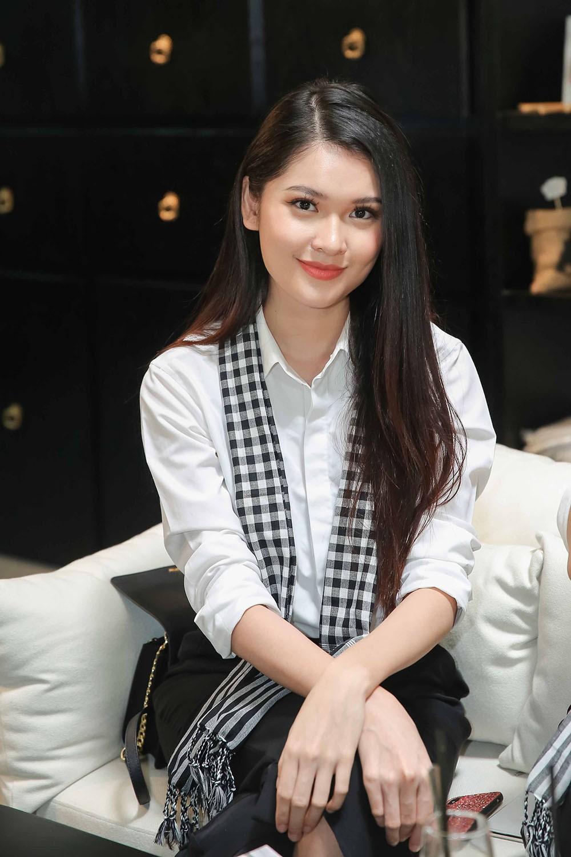 Á hậu Hoàng My bất ngờ tái xuất, hội ngộ dàn Hoa - Á hậu ở Sài Gòn ảnh 4