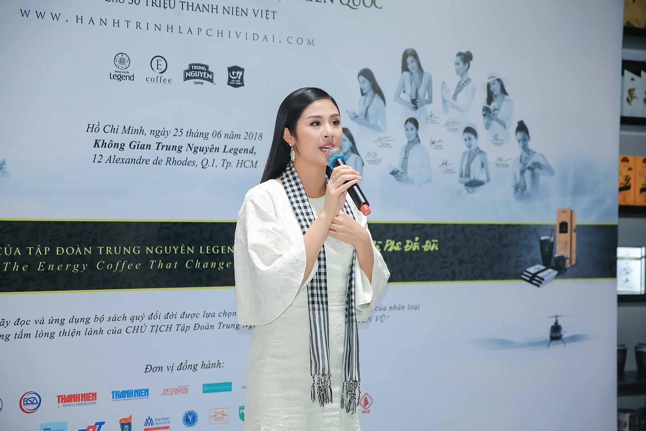 Á hậu Hoàng My bất ngờ tái xuất, hội ngộ dàn Hoa - Á hậu ở Sài Gòn ảnh 7