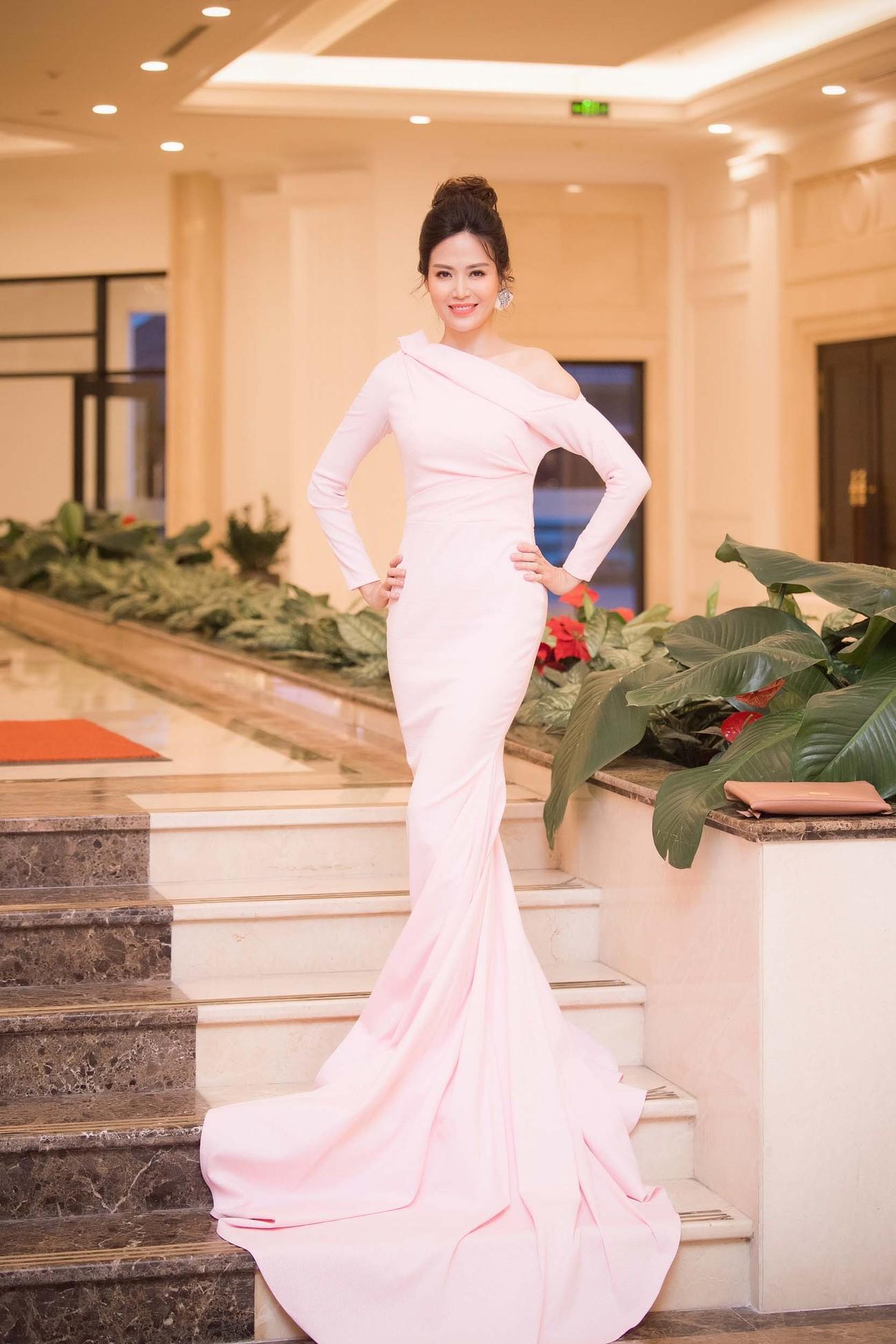 Hoa hậu Thu Thuỷ tái xuất, hội ngộ cùng dàn Hoa, Á hậu đình đám ảnh 1