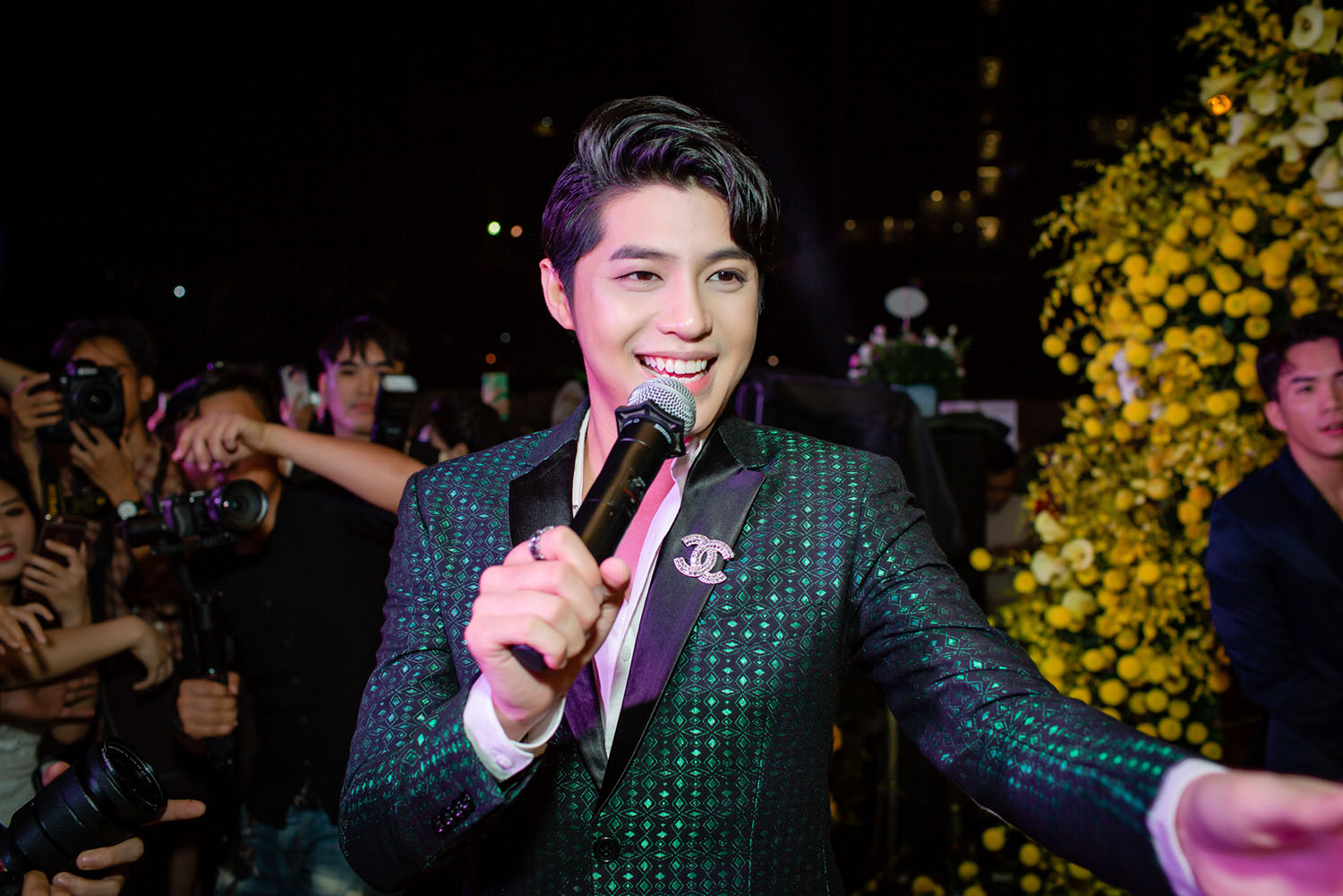 """""""Mi Sói"""" Thu Quỳnh mặc xuyên thấu sexy dự event cùng Noo Phước Thịnh ảnh 9"""