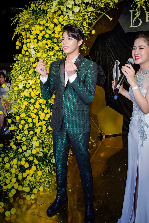 """""""Mi Sói"""" Thu Quỳnh mặc xuyên thấu sexy dự event cùng Noo Phước Thịnh ảnh 7"""