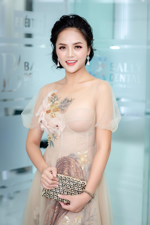 """""""Mi Sói"""" Thu Quỳnh mặc xuyên thấu sexy dự event cùng Noo Phước Thịnh ảnh 3"""