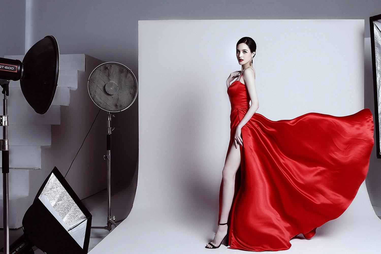 Á hậu Hoàng Anh ngày càng quyến rũ, 'đọ sắc' Hoa hậu Ngọc Hân ảnh 7