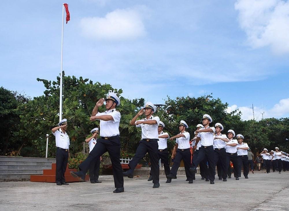 Linh thiêng lễ Chào cờ của quân dân trên đảo Trường Sa ảnh 2