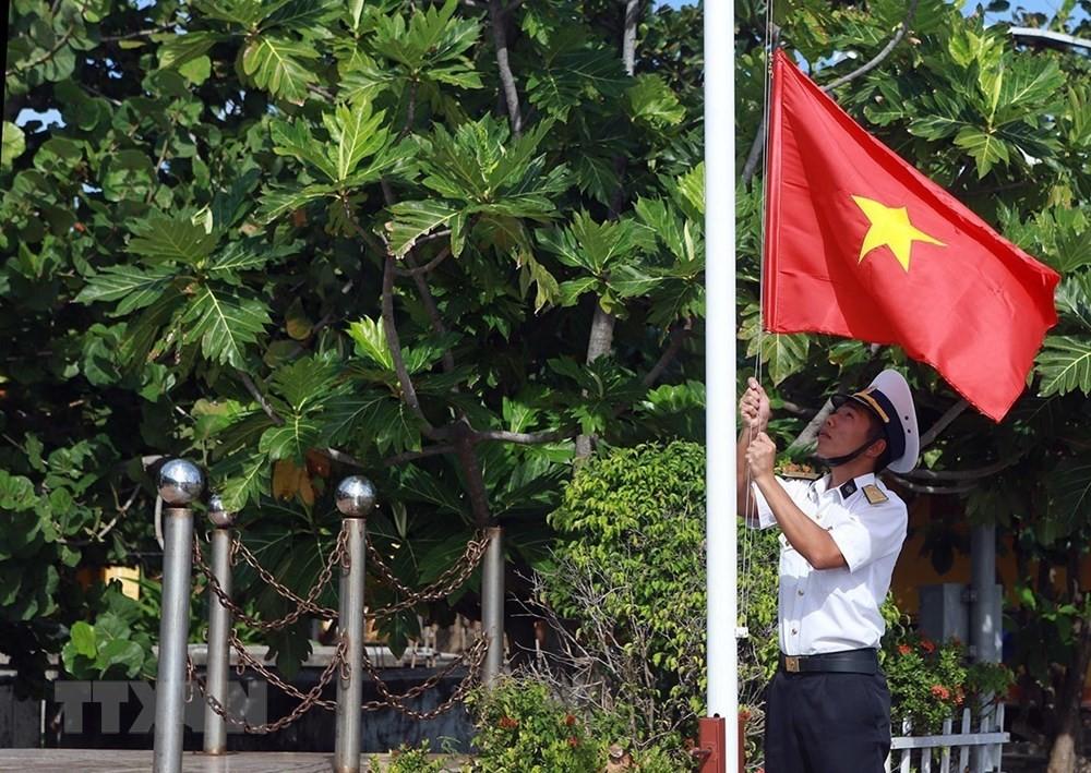 Linh thiêng lễ Chào cờ của quân dân trên đảo Trường Sa ảnh 3