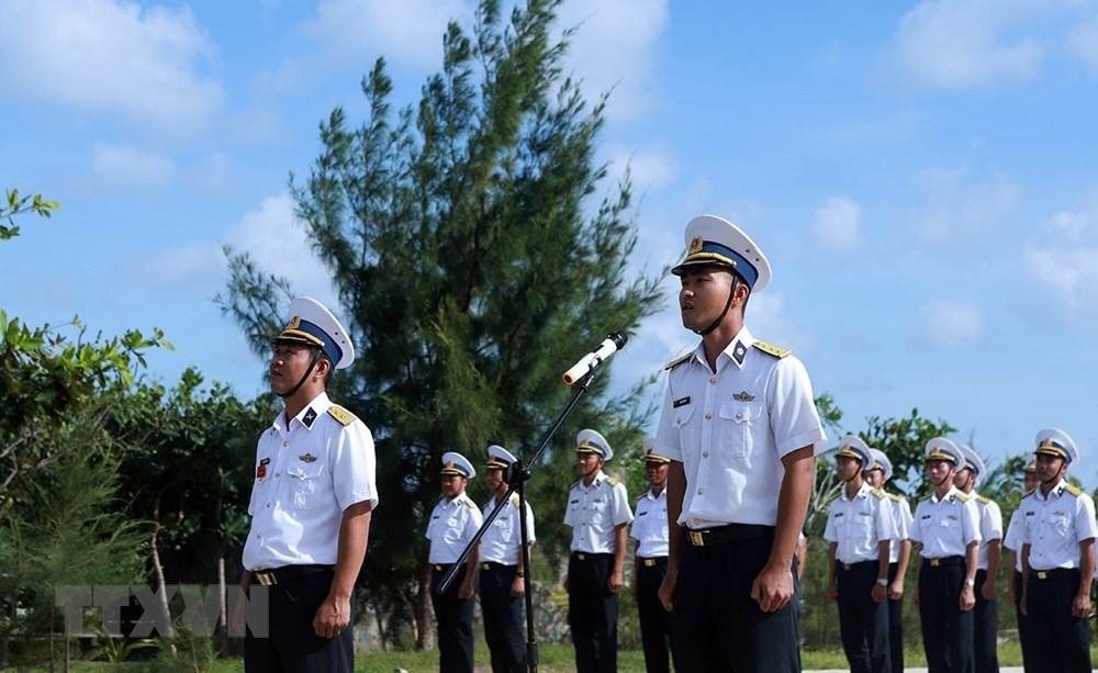 Linh thiêng lễ Chào cờ của quân dân trên đảo Trường Sa ảnh 4