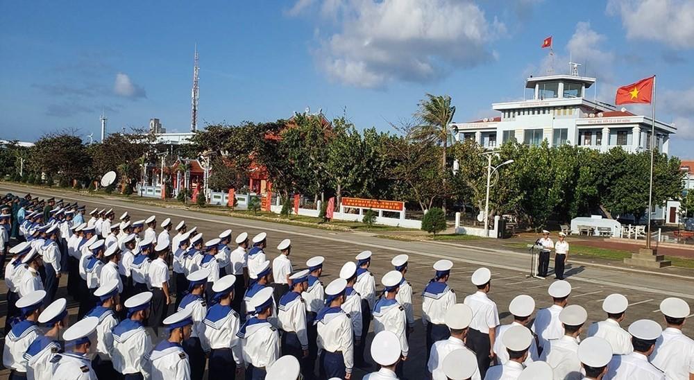 Linh thiêng lễ Chào cờ của quân dân trên đảo Trường Sa ảnh 5