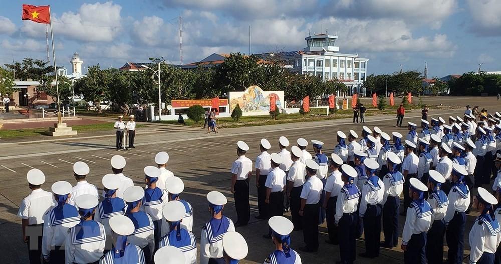 Linh thiêng lễ Chào cờ của quân dân trên đảo Trường Sa ảnh 6