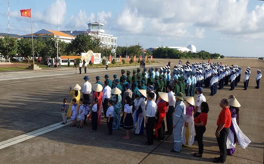 Linh thiêng lễ Chào cờ của quân dân trên đảo Trường Sa ảnh 7