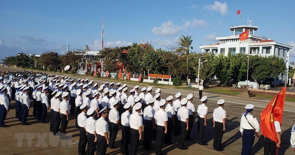 Linh thiêng lễ Chào cờ của quân dân trên đảo Trường Sa ảnh 8