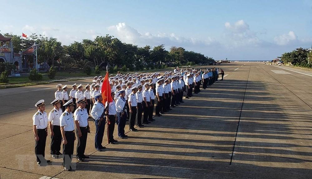 Linh thiêng lễ Chào cờ của quân dân trên đảo Trường Sa ảnh 9