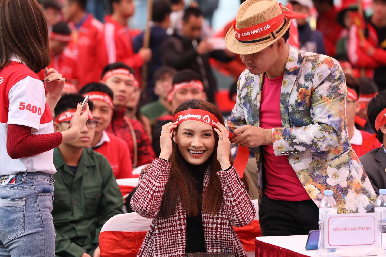 NSƯT Xuân Bắc, Bảo Thanh rạng rỡ bên các bạn sinh viên ở ngày hội Chủ nhật Đỏ ảnh 4