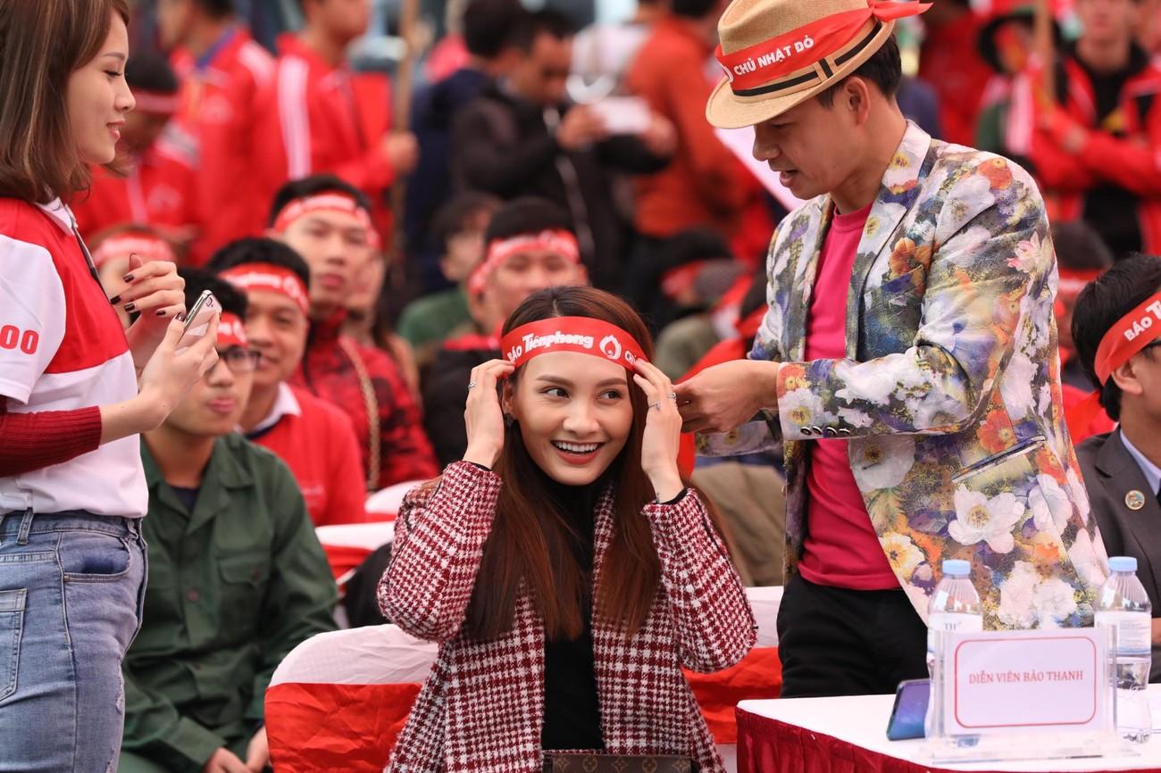 NSƯT Xuân Bắc, Bảo Thanh rạng rỡ bên các bạn sinh viên ở ngày hội Chủ nhật Đỏ ảnh 6