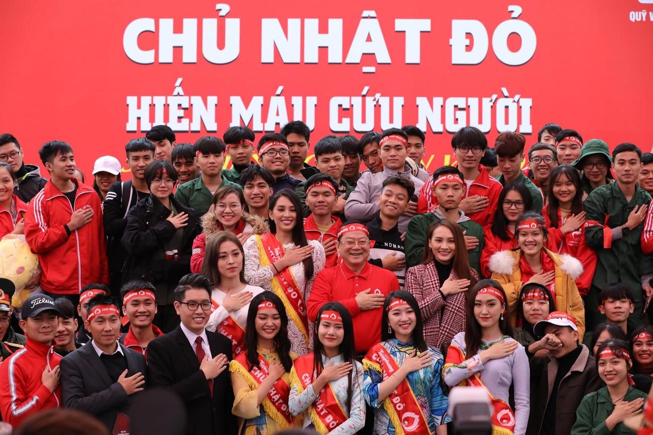 NSƯT Xuân Bắc, Bảo Thanh rạng rỡ bên các bạn sinh viên ở ngày hội Chủ nhật Đỏ ảnh 10