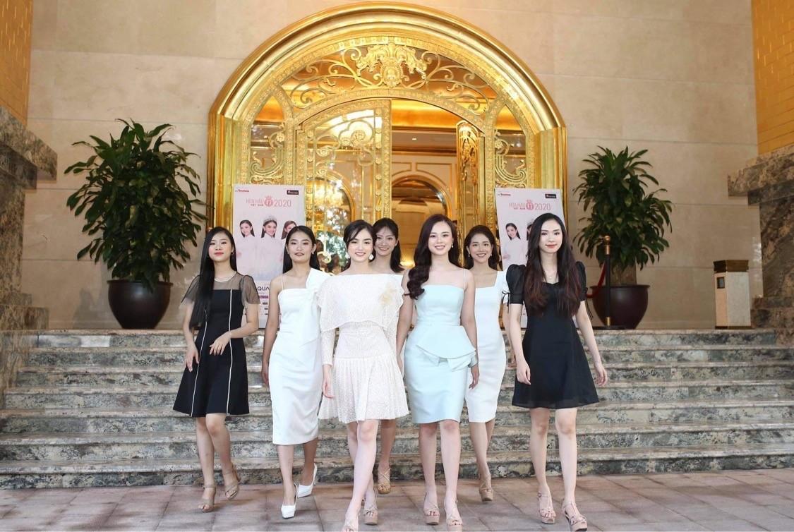 Thí sinh được đo thân nhiệt, sát khuẩn trước sơ khảo phía Bắc Hoa hậu Việt Nam ảnh 1