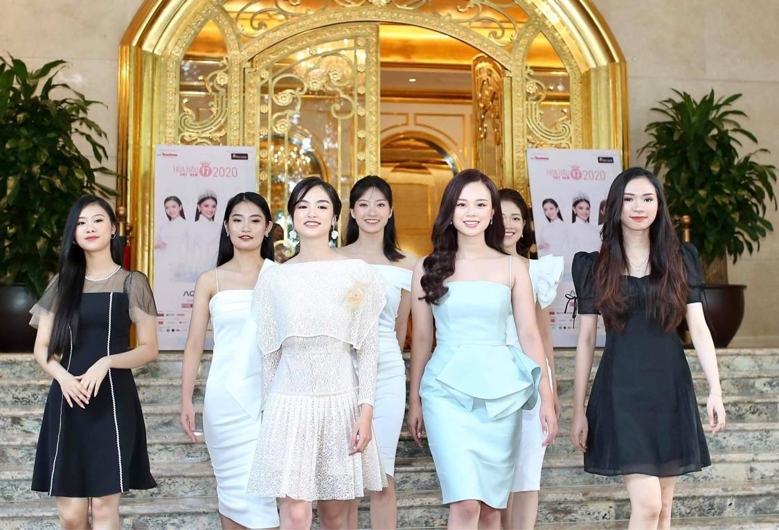 Thí sinh được đo thân nhiệt, sát khuẩn trước sơ khảo phía Bắc Hoa hậu Việt Nam ảnh 2