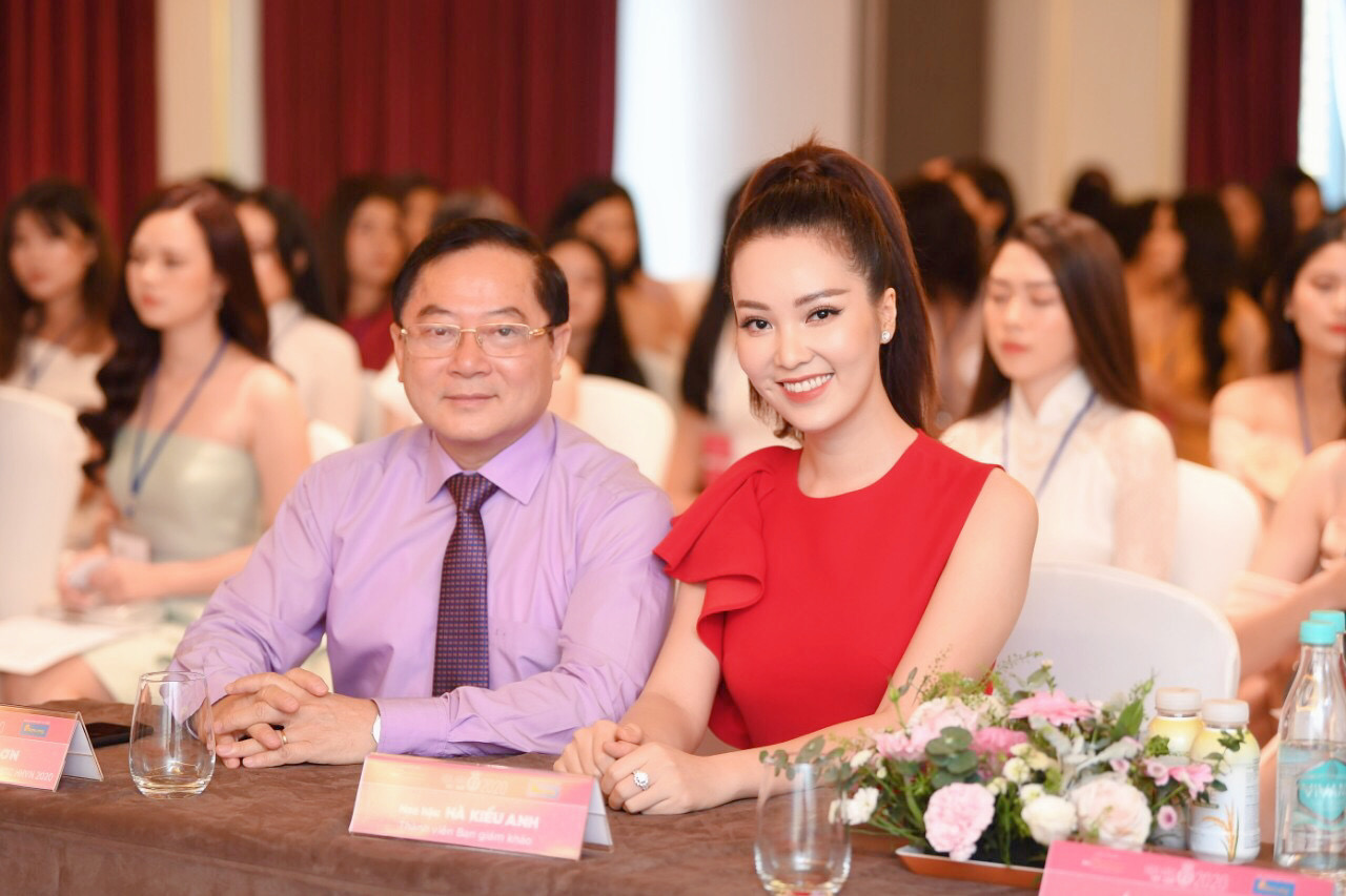 Thí sinh được đo thân nhiệt, sát khuẩn trước sơ khảo phía Bắc Hoa hậu Việt Nam ảnh 7