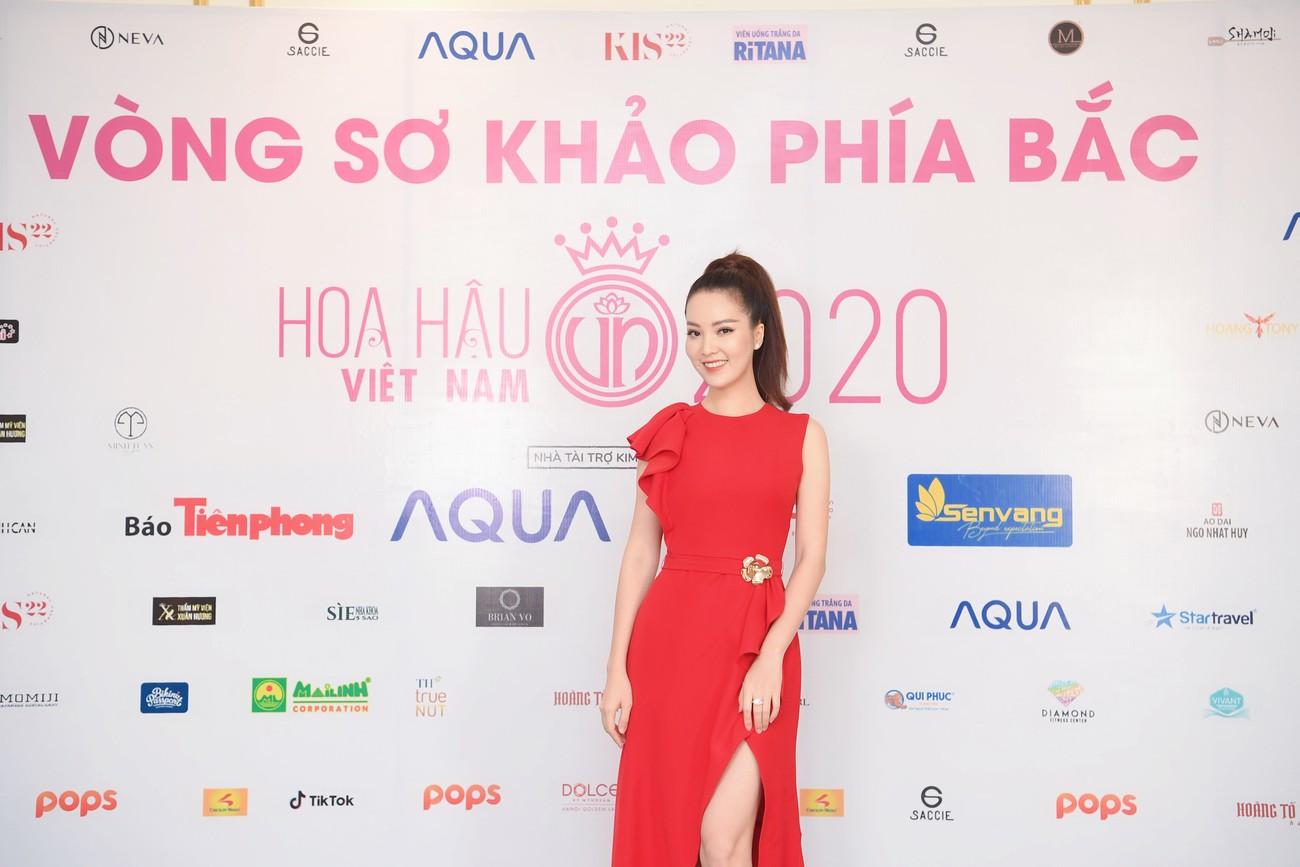 Thí sinh được đo thân nhiệt, sát khuẩn trước sơ khảo phía Bắc Hoa hậu Việt Nam ảnh 6