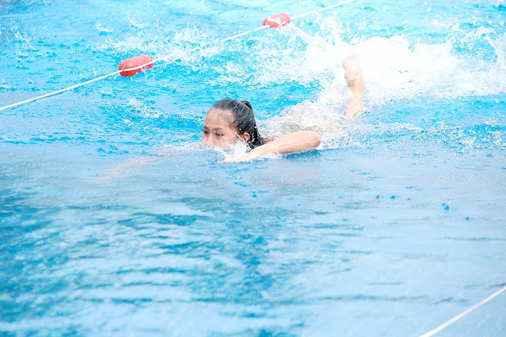 Thí sinh HHVN 2020 nóng bỏng với bikini trong phần thi bơi của 'Người đẹp Thể thao' ảnh 9