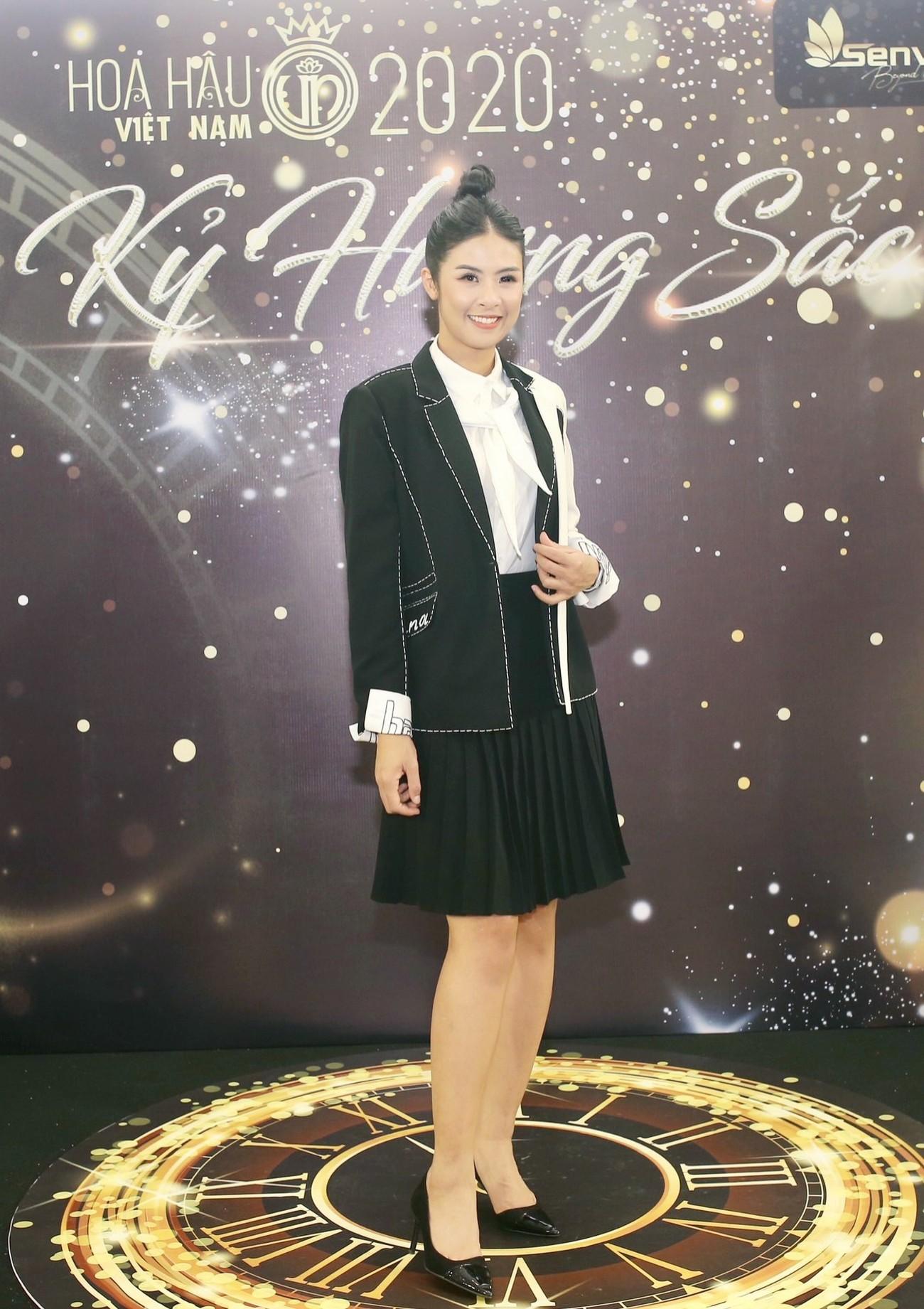 Dàn Hoa hậu, Á hậu khoe dáng nóng bỏng tại họp báo Chung kết toàn quốc HHVN 2020 ảnh 12