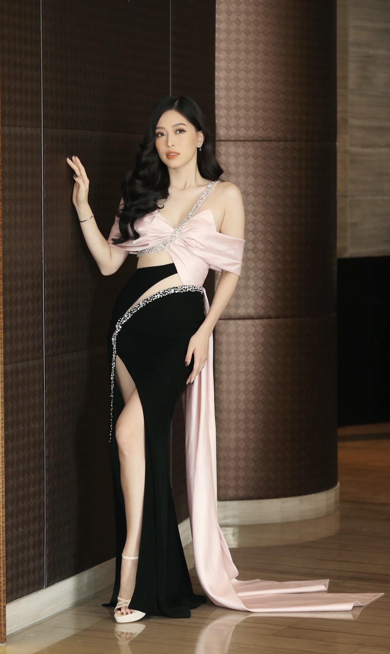 Dàn Hoa hậu, Á hậu khoe dáng nóng bỏng tại họp báo Chung kết toàn quốc HHVN 2020 ảnh 6