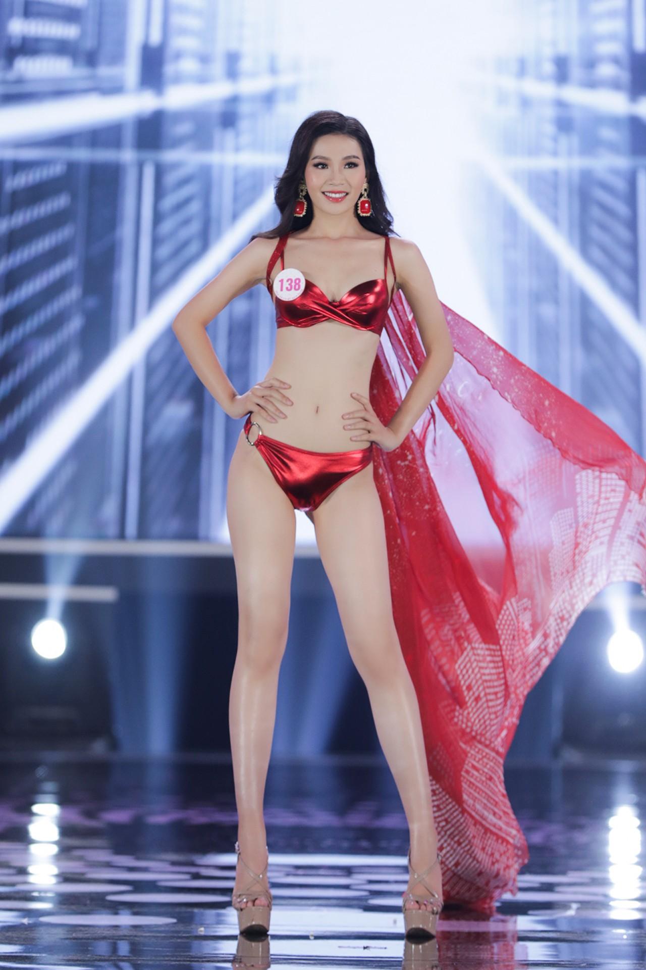 Ngắm đường cong 'bỏng mắt' của top 22 thí sinh HHVN 2020 trong màn trình diễn bikini ảnh 11