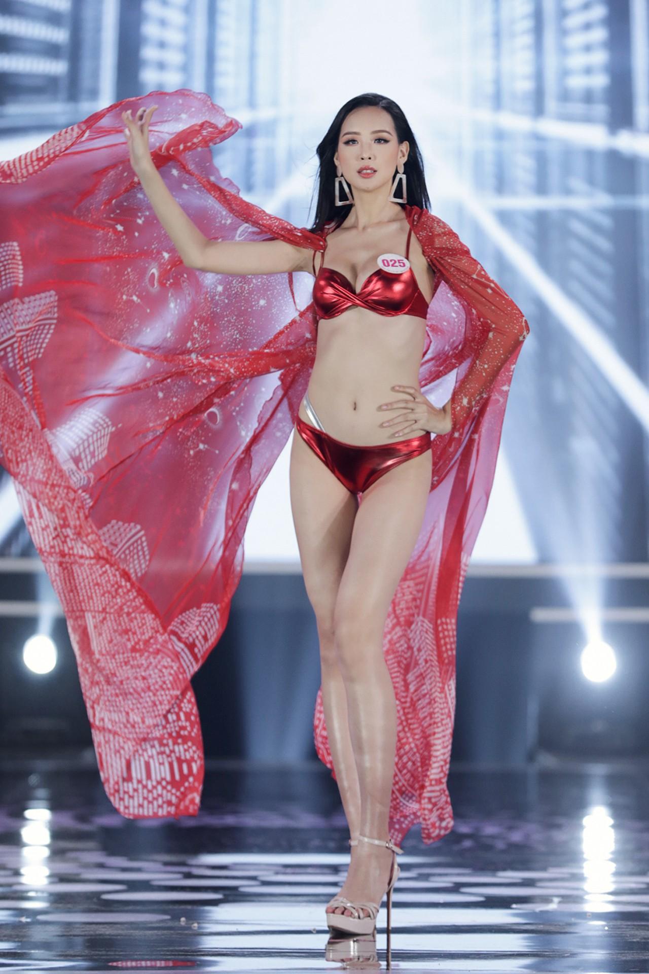 Ngắm đường cong 'bỏng mắt' của top 22 thí sinh HHVN 2020 trong màn trình diễn bikini ảnh 22