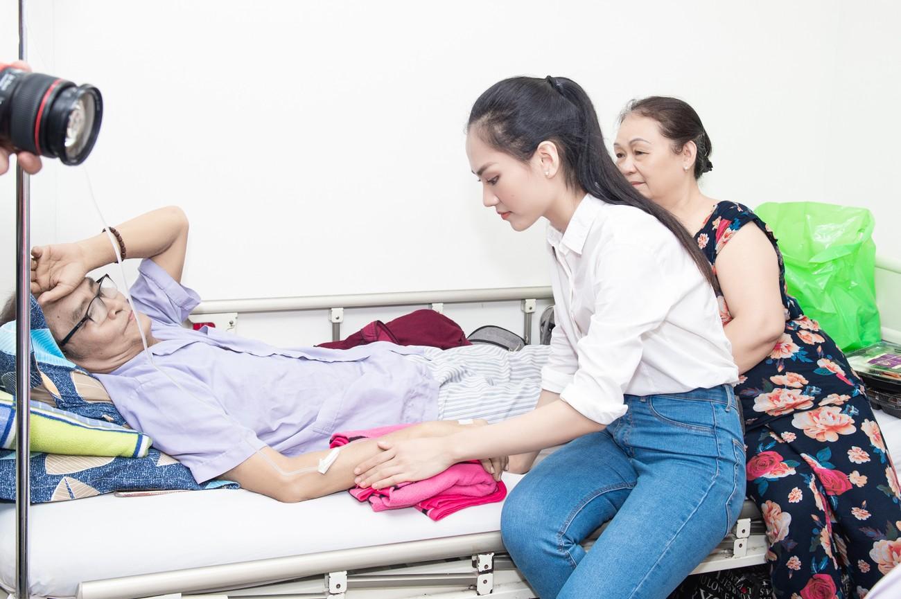 Hoa hậu Đỗ Thị Hà giản dị trong chuyến đi từ thiện đầu tiên sau đăng quang ảnh 5